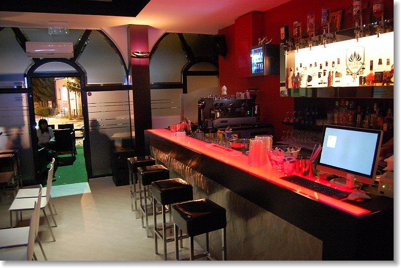 Arredamento Bar Stile Vintage : Come arredare un bar intrepido design