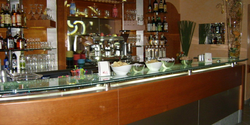 Arredamento bar milano arredatori in stile classico o for Arredamento bar usato milano