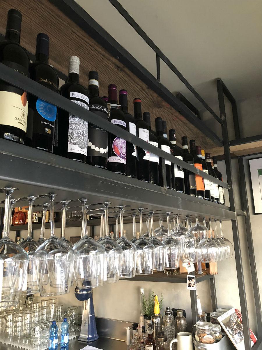 arredamento pub e birrerie banchi frigoriferi tavoli
